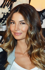 Lily Aldridge styled her hair in lovely sculpted waves for the 2012 Victoria's Secret Angel Holiday Celebration.