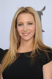 Lisa Kudrow wore her sleek tresses in a long, slightly layered cut at the 2012 Writers Guild Awards.