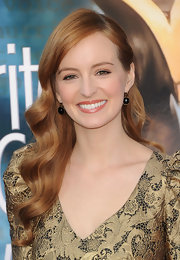 Ahna O'Reilly wore her long copper curls swept back on one side at the 2012 Writers Guild Awards.