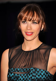Rashida Jones arrived at the 2012 White House Correspondent's Association Dinner wearing a pair of Trinity flower earrings in 20-carat white gold with white and black diamonds.