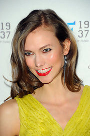Karlie Kloss wore a vibrant red lipstick at the 2012 YMA Fashion Scholarship Fund Dinner.