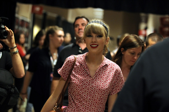 More Pics of Taylor Swift Long Wavy Cut with Bangs (1 of 11) - Taylor Swift Lookbook - StyleBistro
