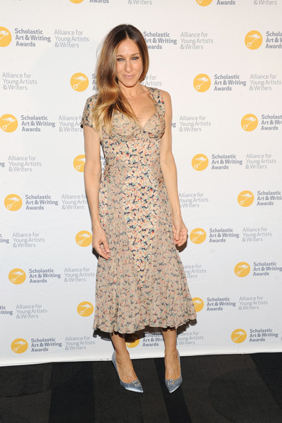 More Pics of Sarah Jessica Parker Long Wavy Cut (1 of 6) - Sarah Jessica Parker Lookbook - StyleBistro