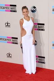 Nicole Richie turned up the heat at the American Music Awards in a white Emilio Pucci evening dress with waist cutouts.