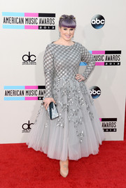 Kelly Osbourne looked like an edgy princess at the American Music Awards in a gray Rami Al Ali dress featuring a sequined bodice and a voluminous tulle skirt.