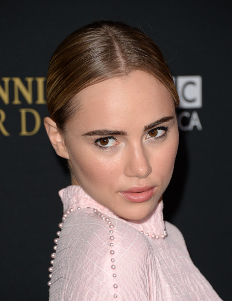 More Pics of Suki Waterhouse Classic Bun (3 of 34) - Classic Bun Lookbook - StyleBistro