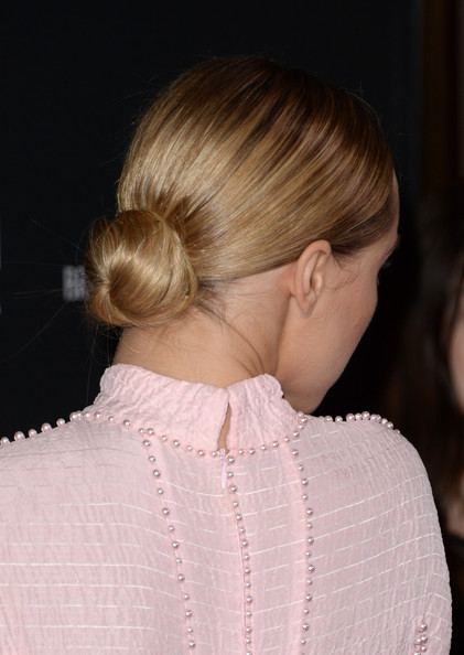 More Pics of Suki Waterhouse Classic Bun (2 of 34) - Classic Bun Lookbook - StyleBistro