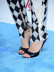 Because her jumpsuit was so intricate and involved, Miley opted for a more basic evening sandal.