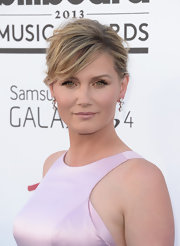 Jennifer Nettles kept her look soft and pretty with a loose and messy classic bun.