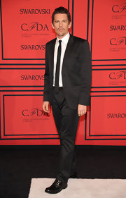 Ethan Hawke chose a classic two-button suit and a skinny tie for his look at the 2013 CFDA Fashion Awards in NYC.