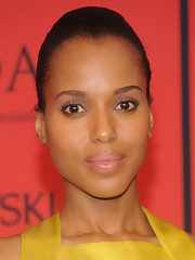 Kerry Washington opted for a super sleek and sophisticated red carpet look with a simple classic bun and a fresh minimal beauty look.