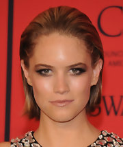 Cody Horn's dirty blonde locks looked totally sleek and sophisticated when styled into a slicked back bob.