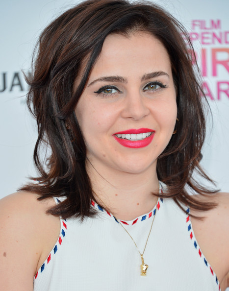 More Pics of Mae Whitman Medium Layered Cut (1 of 12) - Mae Whitman Lookbook - StyleBistro