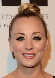 Kaley Cuoco chose a classic, ballerina-style bun for her evening look at the 2013 Genesis Awards.