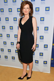 Anne Sweeney chose an LBD with a deep v-neck for her look at the Human Rights Campaign Gala.