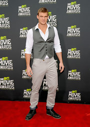 Alan Ritchson chose a silver tuxedo-style vest to dress up his button down and slacks at the 2013 MTV Movie Awards.
