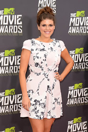 Molly Tarlov looked fun and flirty in a white floral frock with soft pink patches of color.
