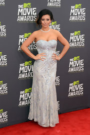 Jenni Farley showed off her toned arms with this gray strapless embellished gown.