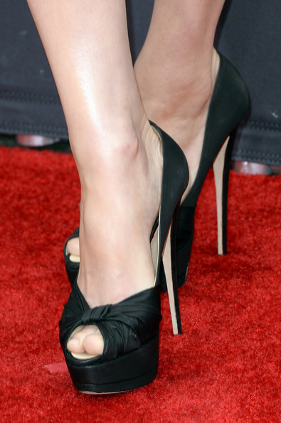 Alexandra Daddario topped off her sleek and sophisticated red carpet look with these satin peep toes.