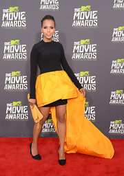Kerry Washington chose a super sleek black and gold fishtail dress for her gorgeous look at the MTV Movie Awards.