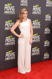 Maddie Hasson chose an all-white jumpsuit that featured wide legs for her sleek and contemporary look at the MTV Movie Awards.