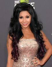 Snooki showed off her pearly whites with a lovely candy apple red lip color.