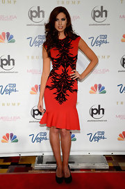Katherine chose a fitted red frock with black lace detailing for her red carpet look at the Miss USA Pageant.