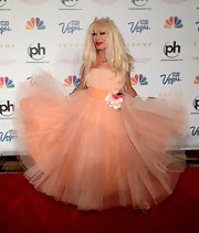 Betsey Johnson showed off her signature fun and quirky style with this peach-colored tulle dress.