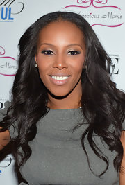 June Ambrose combined metallic shades of gray and gold to achieve mild smoky eyes at the 2013 Mom Mogul Breakfast.