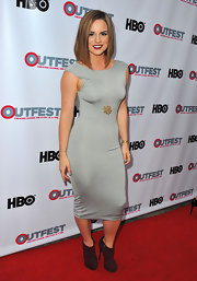 Jojo's gray fitted dress showed off some major curves at the red carpet of Outfest Film Festival's closing night.