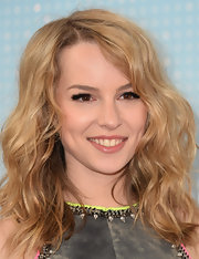 Bridgit Menler chose simple lip gloss to complete her red carpet beauty look.