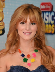 A shiny lip was all Bella Thorne needed to complete her elegant red carpet beauty look.