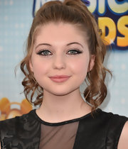 Sammi Hanratty's curly pony was a casual but elegant look at the Radio Disney Music Awards.