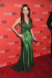 Roma Downey opted for a gorgeous emerald green dress with godets and a flowing train.