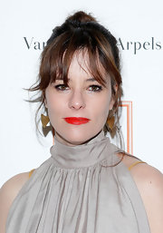 Parker Posey chose a blood red lip color to added an unexpected bit of color to her fair skin.
