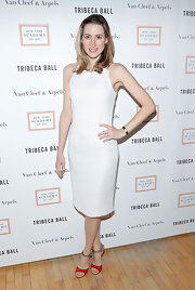 Alexis Bryan Morgan kept her look sleek and sophisticated with this white shift dress.