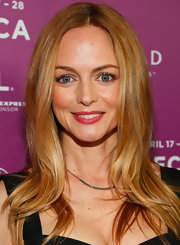 A bright pink lip made Heather Graham's beauty look soft and glowing.