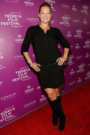 Zoe Bell chose a more relaxed look for the red carpet when she sported this black shirtdress and rhinestone belt.