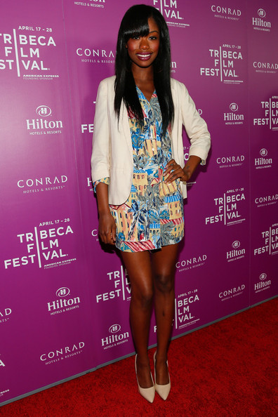 Xosha Roquemore paired a basic white blazer with a colorful frock for a balanced red carpet look.