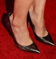 Heather Graham paired silver pumps with a little black dress for an overall classic red carpet look.