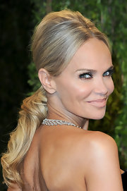 Kristin Chenoweth changed up her look for the Oscars after-party by transforming her ballet bun into a super-teased pony.