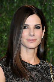 While most actresses went for bouncy waves and intricate updos, Sandra Bullock kept things simple with sleek, straight locks at the 2013 Oscars.