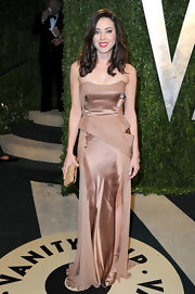 Aubrey Plaza showed off her curves with this nude-colored silk chiffon and satin strapless gown while attending the Vanity Fair Oscar party.