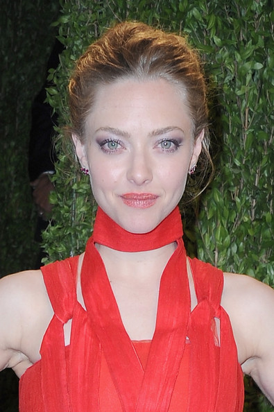 More Pics of Amanda Seyfried Halter Dress (1 of 6) - Amanda Seyfried Lookbook - StyleBistro