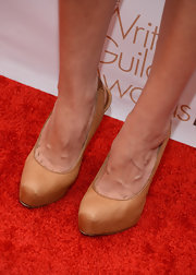 Aubrey Plaza stepped out in simple yet stylish nude platform pumps at the 2013 Writers Guild Awards.