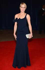 Robin Wright Penn chose this navy gown with a ruffled, off-the-shoulder detailing.