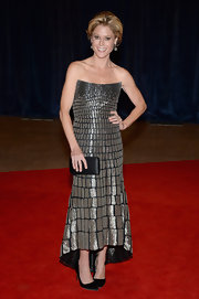 Julie Bowen's silver brick-patterned gown had a contemporary and modern feel on the red carpet.