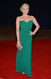 Megan Hilty chose an emerald green gown with a ruffled, sweetheart neckline for her red carpet look.