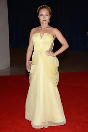 Hayden Panettiere chose this pale yellow gown that featured draped-curtain sides and a crystal beaded bodice.