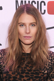Dree Hemingway attended the YouTube Music Awards wearing her hair in mussed-up waves.